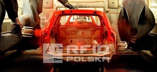 Oznakowania chipem RFID karoseria samochodu podczas procesu produkcyjnego