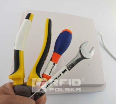 Identyfikacja narzędzi przy pomocy chipów RFID UHF